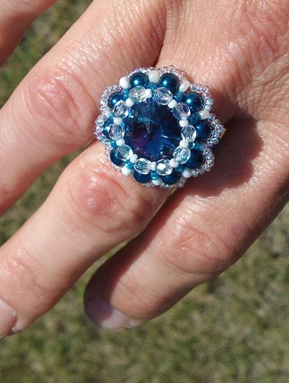 Saját készítésű gyöngyből fűzött kék virág gyűrű