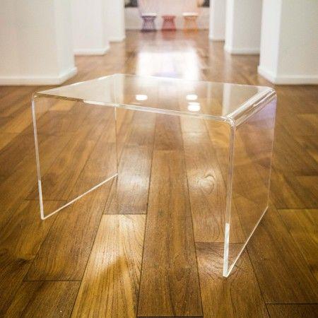 Tavolini da salotto in plexiglass trasparente su misura. Acquistalo online sul nostro #plexiglass #shop #tavolino #salotto #minimal #moderno