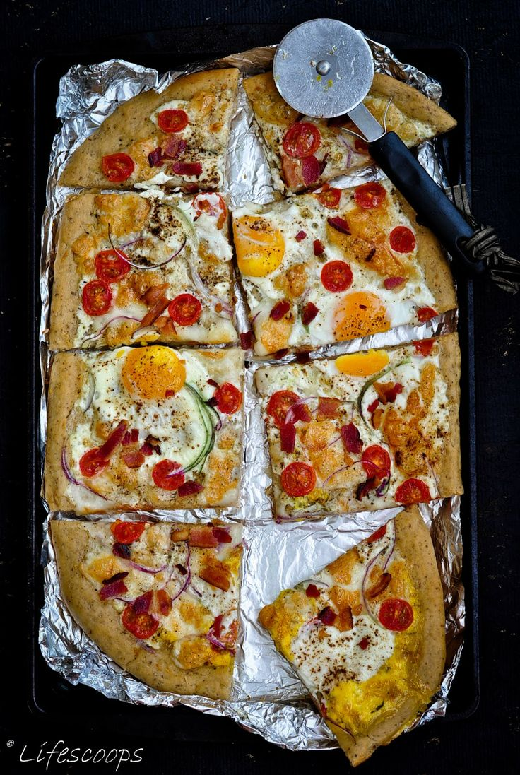 Breakfast Pizza with Eggs and Bacon | LifeScoops