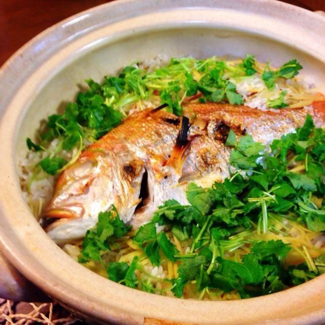 連子鯛が安かったから土鍋で。 おこげもばっちりでござんした(。・m・) - 67件のもぐもぐ - 鯛めし by uzumaki1220
