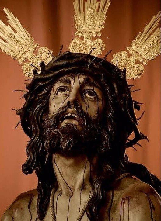 L 6ª C. Lunes Santo / Merced. Fundación: 1954. Parroquia de San Antonio de Padua. VENERABLE E ILUSTRE  HERMANDAD DEL SANTÍSIMO SACRAMENTO Y COFRADÍA DE NAZARENOS DE NUESTRO PADRE JESÚS HUMILDE EN LA CORONACIÓN DE ESPINAS NUESTRA MADRE Y SEÑORA SANTA MARÍA DE LA MERCED Y SAN ANTONIO DE PADUA. La imagen del Nuestro Padre Jesús Humilde en la Coronación de Espinas, fue realizada en  1.978 por el imaginero sevillano, Francisco Buiza Fernández, y vino a sustituir a la antigua que  tenía la…