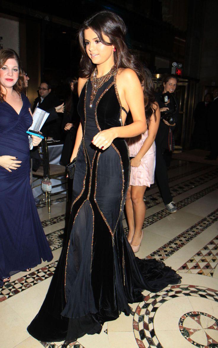 Selena Gomez In Dolce & Gabbana – UNICEF Snowflake Ball 2012. She's perfect