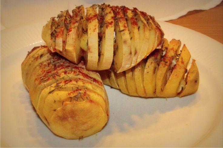 Sprawdzony przepis na grillowane, pieczone ziemniaki z czosnkiem i przyprawami.