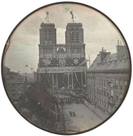 Daguerréotype de la cathédrale Notre Dame de Paris en 1842 lors des funérailles du duc d'Orléans