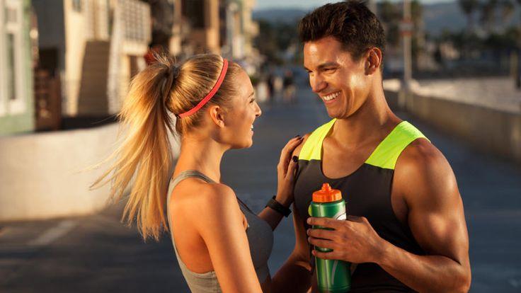 Sport hat viele positive Effekte auf den Körper. Aber viel hilft nicht immer auch viel. Schlechte Angewohnheiten beim Training können die Gesundheit sogar negativ beeinflussen. Diese 8 Fehler solltest Du daher unbedingt vermeiden.