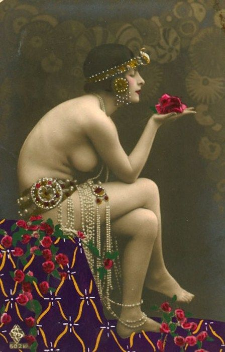 vintage beauty: Perfume Schools, Perfume Bottle, Artisan Perfume, Pearls Flowers, Jitterbug Perfume, Vintage Beautiful, Belly Dancers, Gifts Certificates, Beautiful Perfume