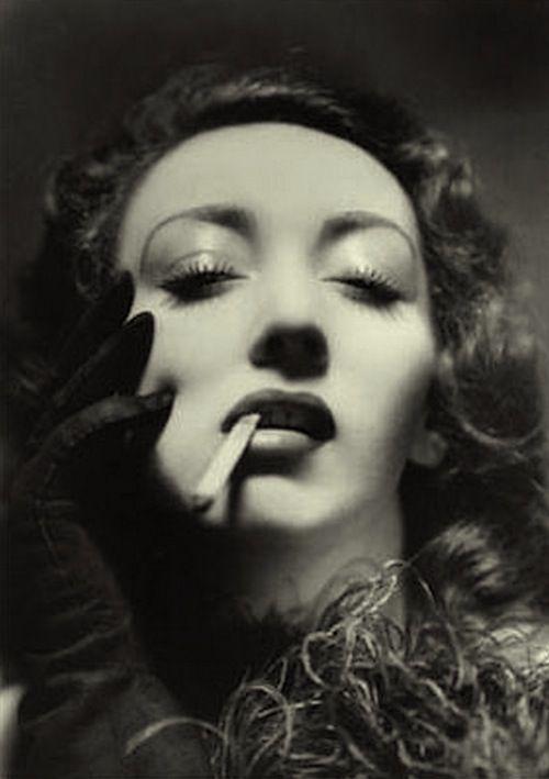 Publicité pour les cigarettes,1937 (Annemarie Heinrich)