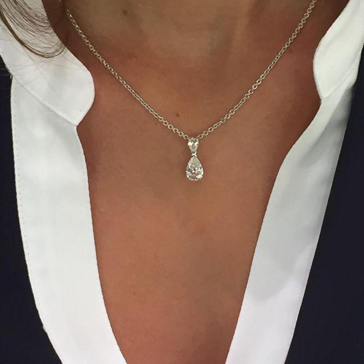 """Pendentif diamants """"taille poire"""" sur chaine en or blanc Création #Julian"""