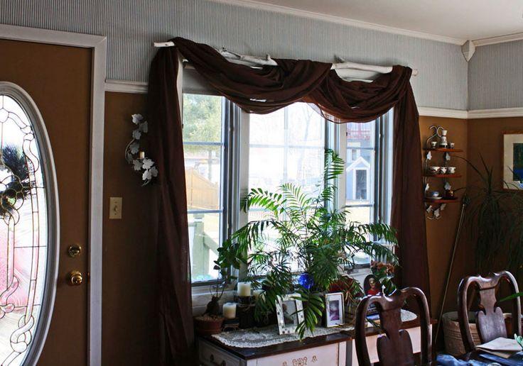 """""""Rustik"""" terim olarak, ağaç dallarına benzetilerek yapılmış ahşap yada metal mobilyalardır. Tavanda korniş olsun istemiyorum, stor perdeleri pratik bulmuyorum diyorsanız size en uygun perde rustik perdedir. Rustik perde camın üstüne takılır. Metal, ahşap, pleksi gibi boru veya çubukların üzerine halka vs. farklı bağlantı modelleriyle yapılan uygulamadır. Kumaş ya da tül kullanılarak rustik perdeler yapılabilmektedir. http://www.perdeshop.com/perde/rustik-perde-2"""