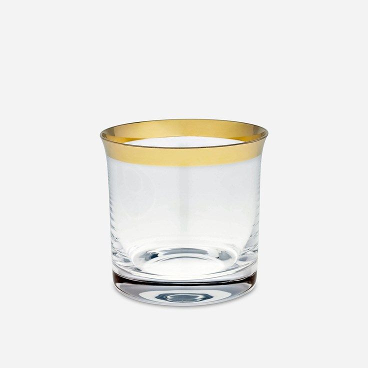 Detta eleganta vatten- och whiskyglaset med guldkant formgavs av Svenskt Tenn på 1980-talet. - Dricksglas Guldkant Bred, Glas, Guld, Svenskt Tenn