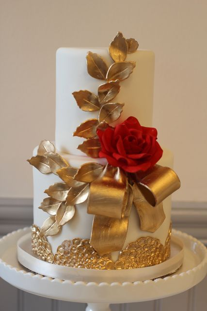 Lovely (possibly Christmas time?) wedding cake.