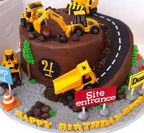 VM Cakes - 01 'Construction Site' Birthday                                                                                                                                                                                 Plus