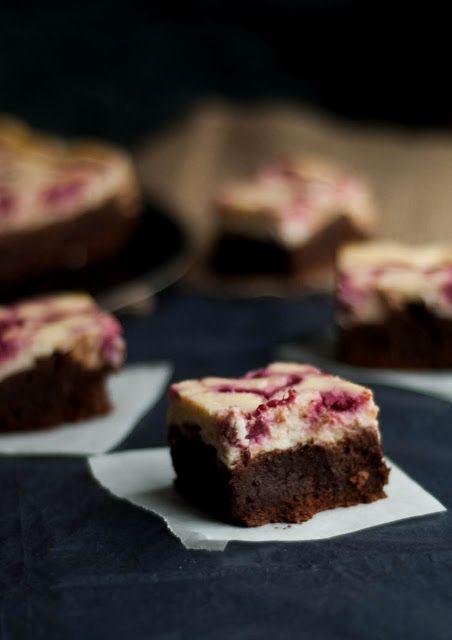 Brownie Cheesecake com Swirl de Framboesas