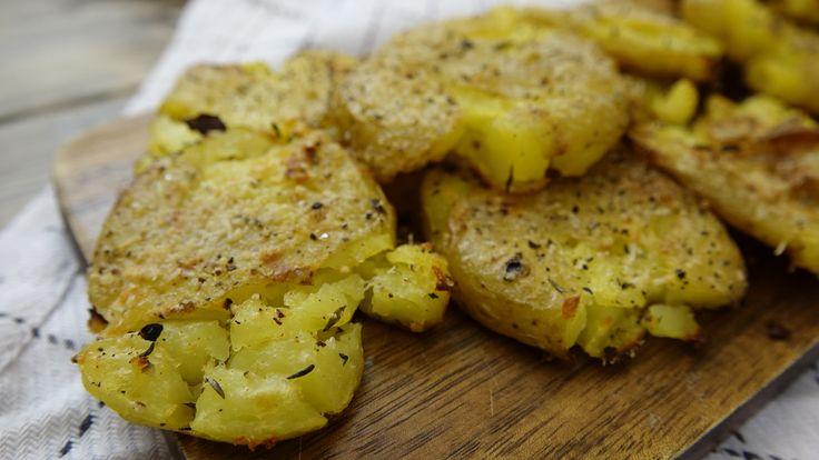 Sprøde hvidløgskartofler med parmesan