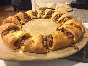 Kiss My Apron: Taco Ring  This makes me so hungry because i love tacos you should totally look at it if you like tacos....... ALOT