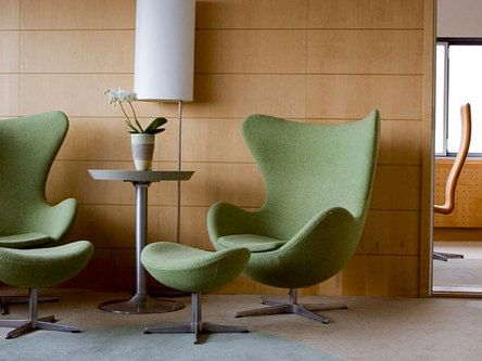 Arne Jacobsen Suite Room 606 features the original Arne Jacobsen décor from the 1960s. With grey and blue-green colours, wenge wood and a selection of representative furniture