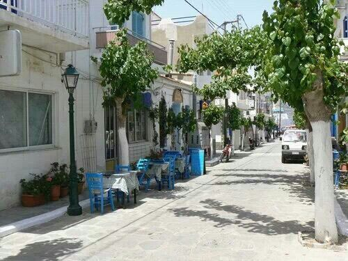 Fourni, main street