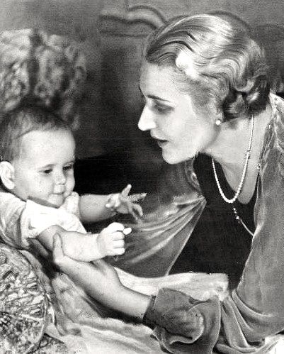 Magda Goebbels with baby daughter Helga | Historical ...