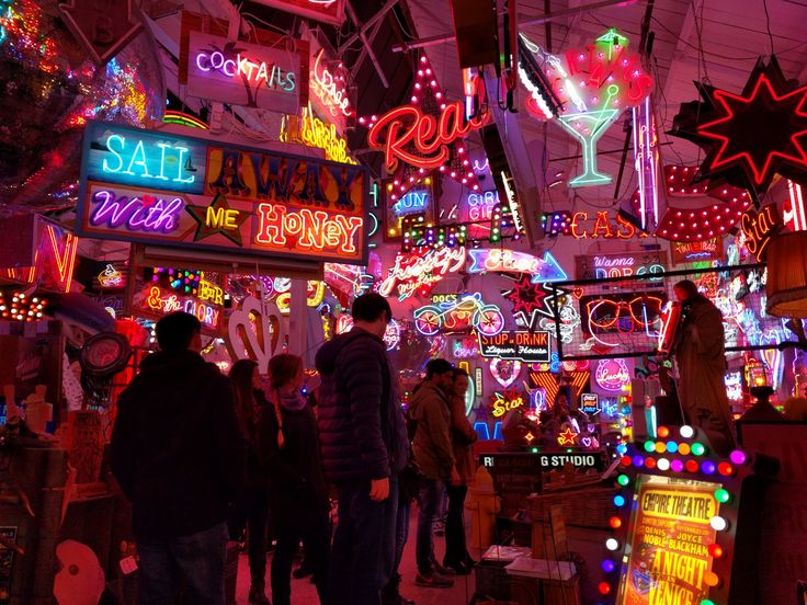 "lols-in-london: "" Over the weekend, the RAs brought us to Walthamstow in North East London where we saw lots of neon signs and ate supposedly authentic and very British pie and mash. We also walked through the longest (but not biggest) street market..."