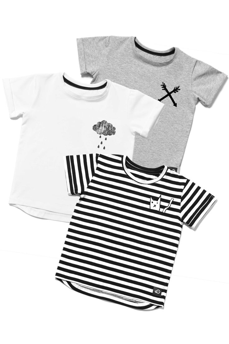 Kids outfit: t-shirt pack, stripes/kitty, white/cloud, grey/arrows. Mix it with jeans or comfy monochrome trousers #stripes #grey #white #tshirts #boys #girl #outfit #inspiration #set
