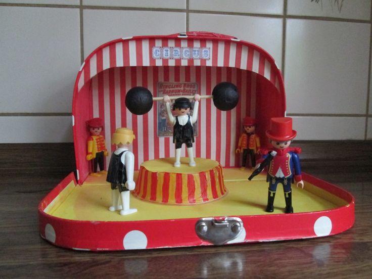 Circusactoefenkoffer. De sterke mannen.  Bij het thema circus ga ik in het koffer iedere week spullen voor 2 circusacts doen. De kleuters kunnen dan tijdens het werkuur 2 acts inoefenen, die ze later op de circusspeeltafel zullen opvoeren voor de anderen. Nutsschool Maastricht.