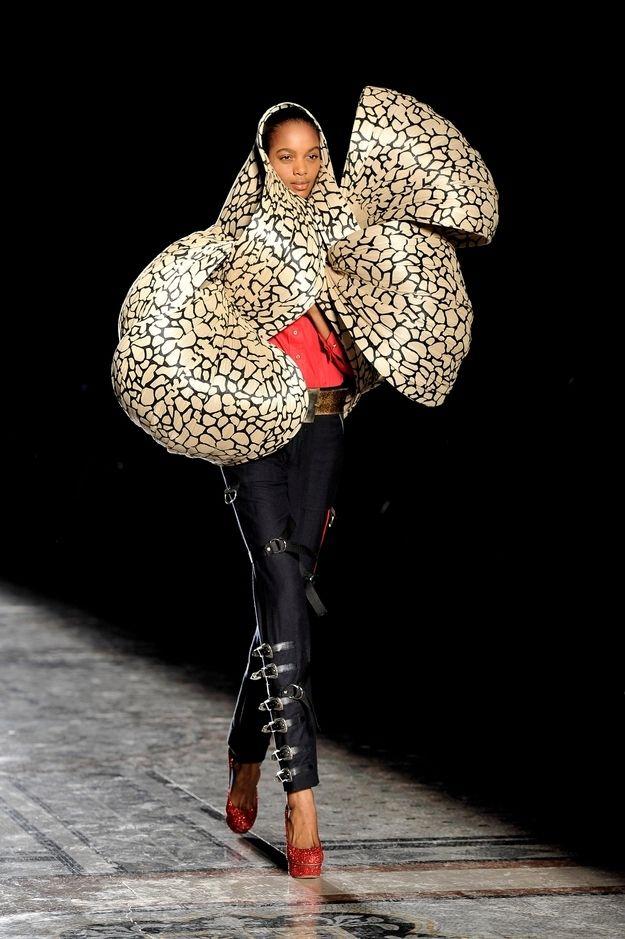 El #tocado a veces consigue otras dimensiones.... Philip Treacy en la London Fashion Week