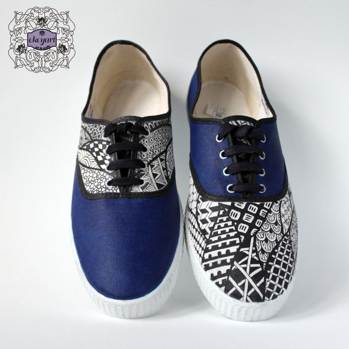 Hand painted canvas shoes with zentangles...Zapatillas tipo victoria  pintados a mano con