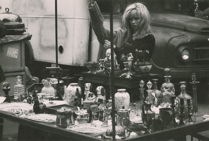 London: Portobello Road flea market (rrpph01002008) - Ronald Reis Photographs - Duke Libraries. 1964