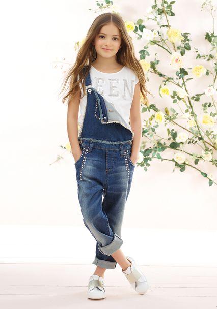 Descubre las últimas colecciones TWINSET Simona Barbieri y compra on line vestidos, cárdigans, jerseys, bolsos, zapatos, vaqueros, bañadores y lencería en el sitio oficial twinset.com.