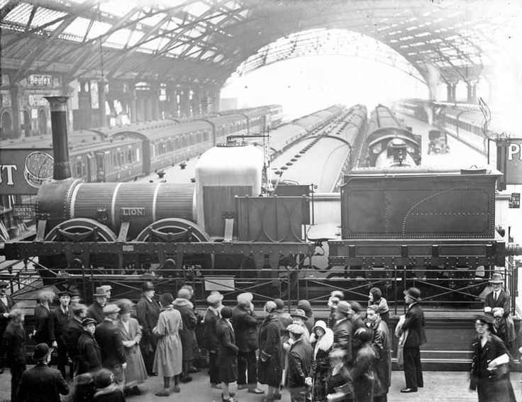 Lime Street Station, 1930s,Liverpool, the oldest mainline working station in the world. Foreground is Lion locomotive