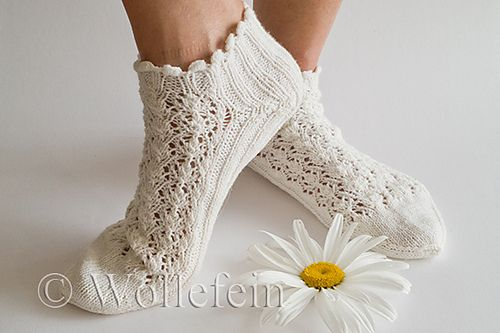 Ravelry: Summer Socks in Lace Daisy - Sommersocken in Lace Daisy pattern by Ekaterina Arndt