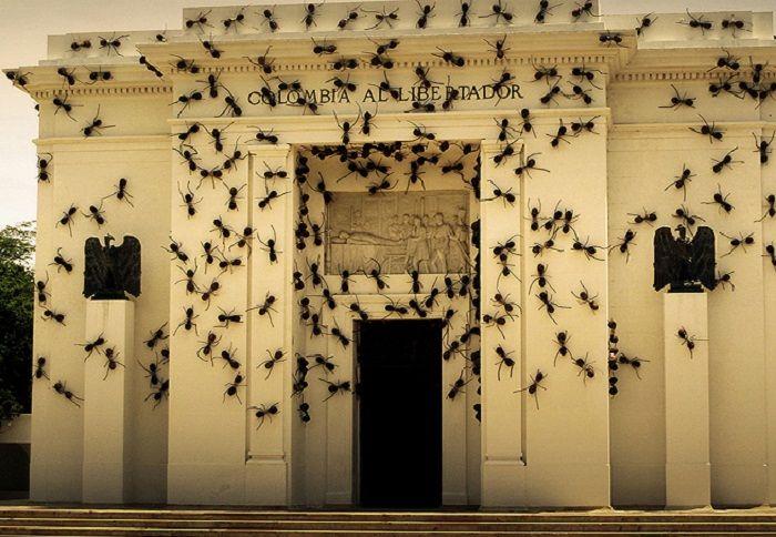 Fiberglass Ants by Rafael Gomez Barros on a government building in Bogata, Columbia. revistacasaejardim.globo.com