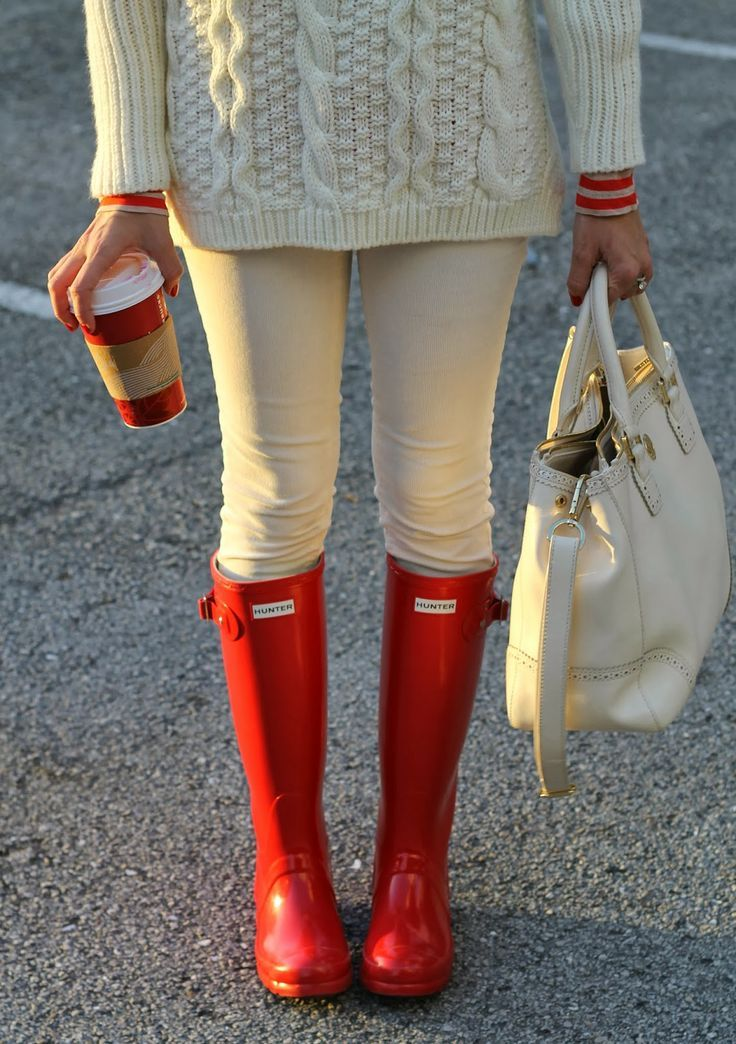 cream colored skinnies and a sweater plus some red rain boots