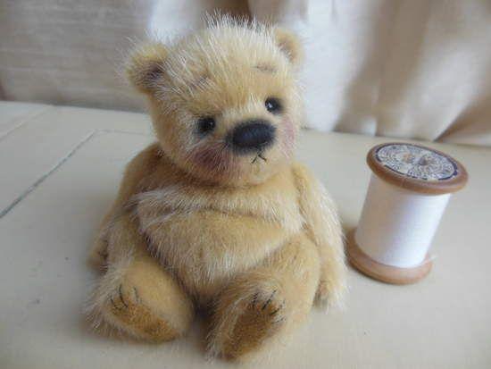 - Quel gros bidou dis donc ! Tu dois beaucoup aimer le miel, non ? - nooon... - Ah ? - Oui. J'préfère les myrtilles... J'ADORE les myrtilles !!! (Werther by Barney Bears)