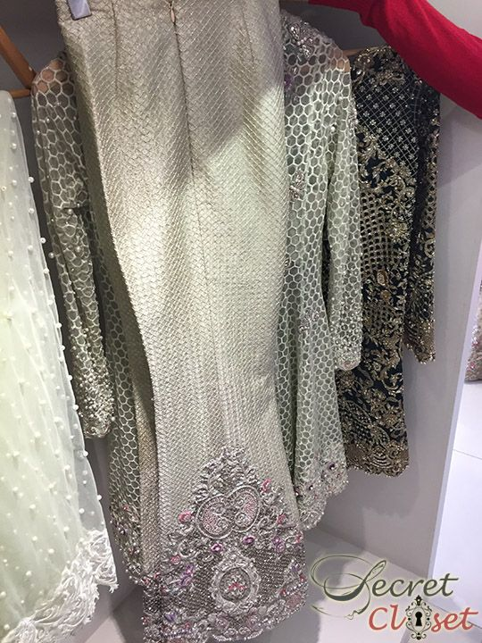 Apart from the usual Valentines festivities, this last Sunday also saw the exclusive one day bridal trunk show by Zara Shahjahan at her Karachistore that brought many a bride-to-be rushing not to …