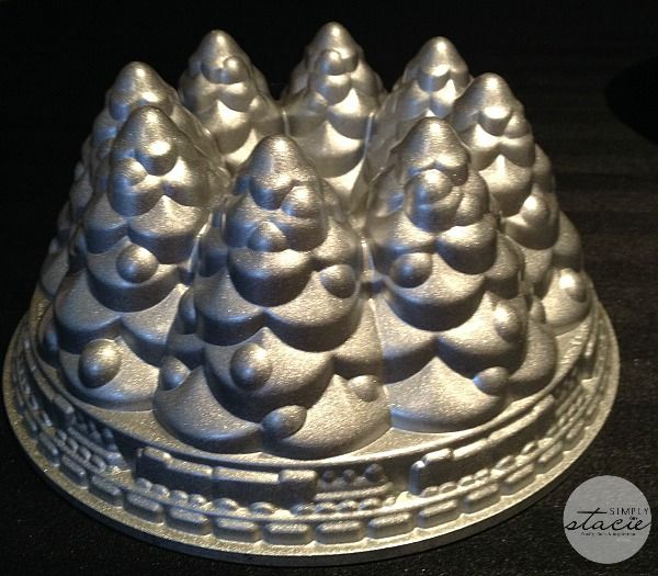 Nordic Ware Holiday Tree Bundt Pan Review