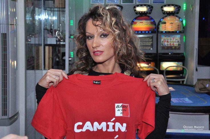 """ALEXIA MELL - Le T-shirt """"Camin Vattin"""" sono in vendita presso il negozio BIDONVILLE Via Melo 224 a Bari - tel. 080-9905699 (consegna in tutta Italia e all'Estero con spedizione postale)"""