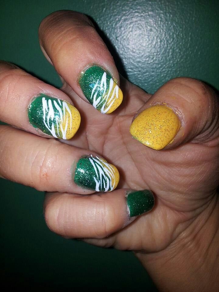 Green Bay Packer nail art @StyleSpaceandStuff.Blogspot.com White - I think I could adjust this for shorter nails
