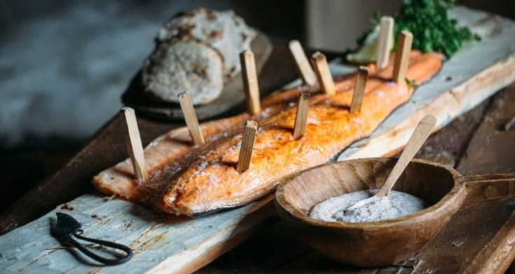 Viking Salmon with Flatbread served with Skagen Sauce. A dish for a Viking! Find it here: http://gustotv.com/recipes/lunch/viking-salmon-with-flatbread/