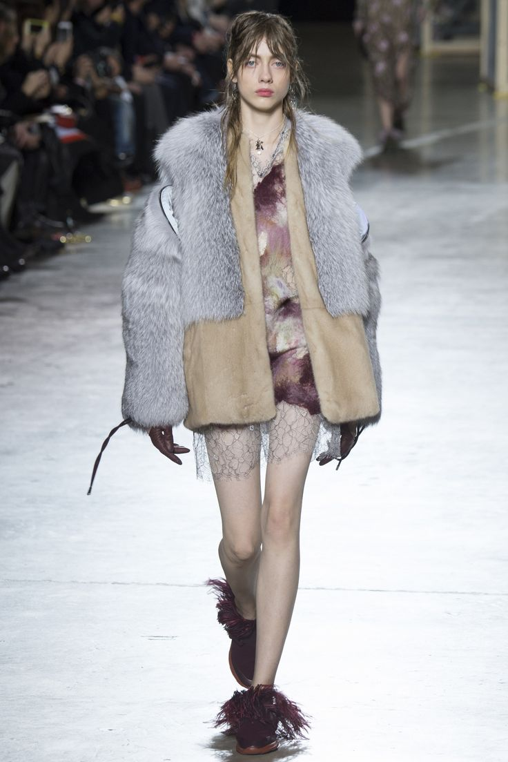 http://www.vogue.com/fashion-shows/fall-2016-ready-to-wear/christopher-kane/slideshow/collection