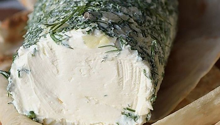 Сливочный домашний сыр Что может быть вкуснее приготовленной с любовью домашней еды!Сыр можно подать в качестве закуски, добавить в салат или намазать утром на тост. Ингредиенты:  Сметана 500 мл Ке…