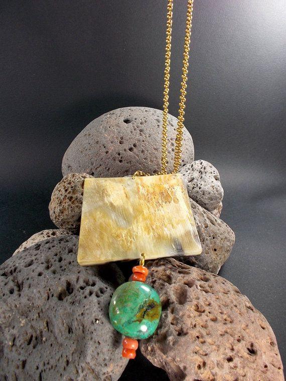 Collana catena in ottone corno corallo e di metalicacreazioni, €27.00