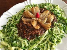 Como fazer Espaguete de abobrinha com ragu de carne - Receita para a dieta Whole 30 e Paleo e Low Carb