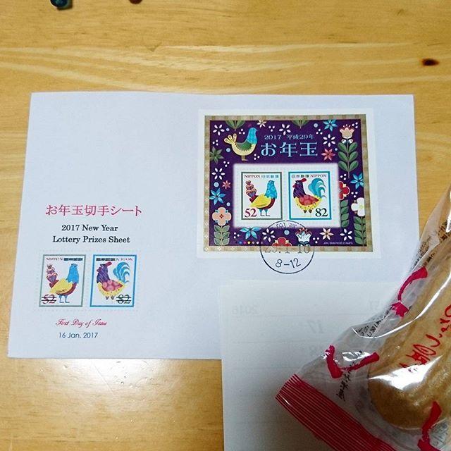 2017.1.18 お年玉付き年賀ハガキの当選切手のお手紙を頂きました。 驚きのくじ運の悪さでしたから とっても嬉しいです😂  I sent New Year 's cards. Please let me know if the number on the bottom right of the New Year's card is 45 or 51.  #郵便局 #切手 #切手シート #お年玉付き年賀はがき #初日カバー #郵趣 #郵活 #stamp #postmark #firstdaycover #fdc #philatelic #philatelicworld #philatelist #japanstamp