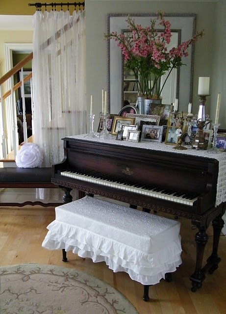 not so into the piano and ruffled bench cover but i love how they decorated the top of the piano!