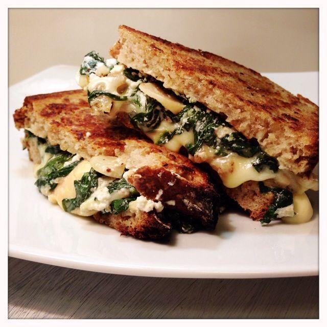 Spinat-Camembert Toast