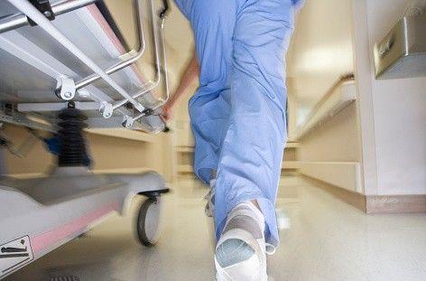INCREDIBILE. Ruba borsa all'infermiera e chiede riscatto. Preso a cura di Redazione - http://www.vivicasagiove.it/notizie/incredibile-ruba-borsa-allinfermiera-e-chiede-riscatto-preso/