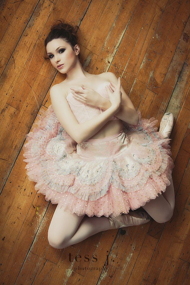 I want this pose for Baileigh's ballet pictures!
