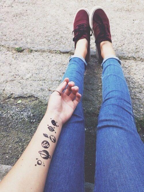Agora a tatuagem é de planetas …