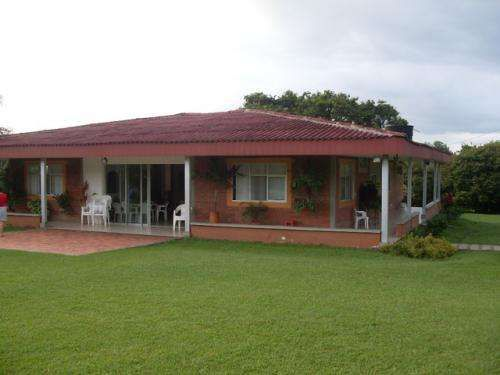 Casas campestres en villavicencio condominio campestre for Casa de estilo campestre